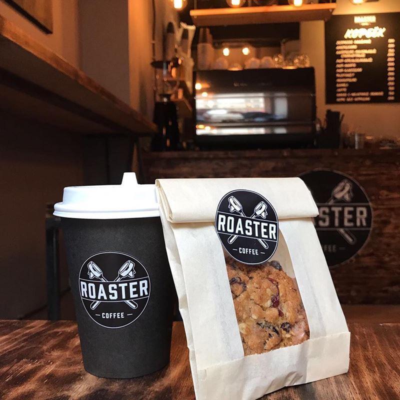 Кофейни Москвы: «Roaster Coffee» - стакан кофе и печенье с шоколадной крошкой