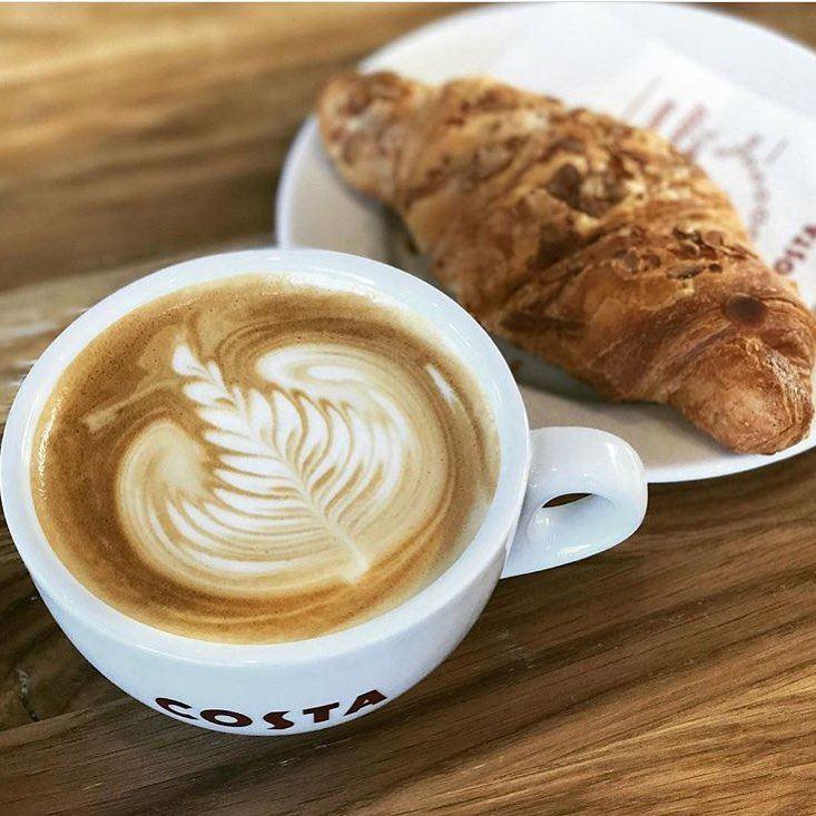 Кофейни Москвы: «Costa Coffee» - капуччино с ореховым круассаном