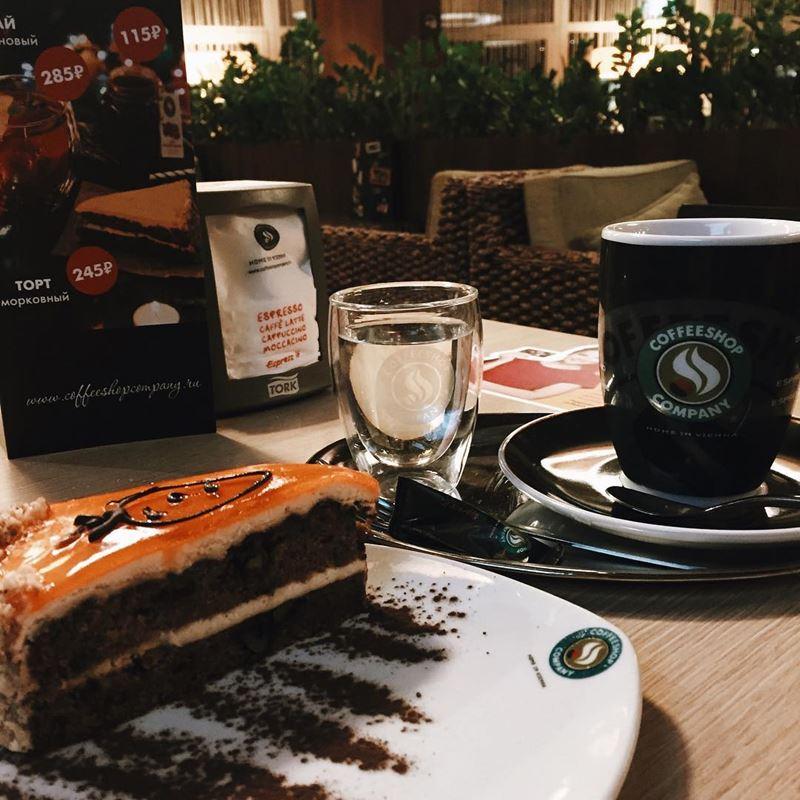 Кофейни Москвы: «Coffeeshop Company» - чашка эспрессо с пирожным