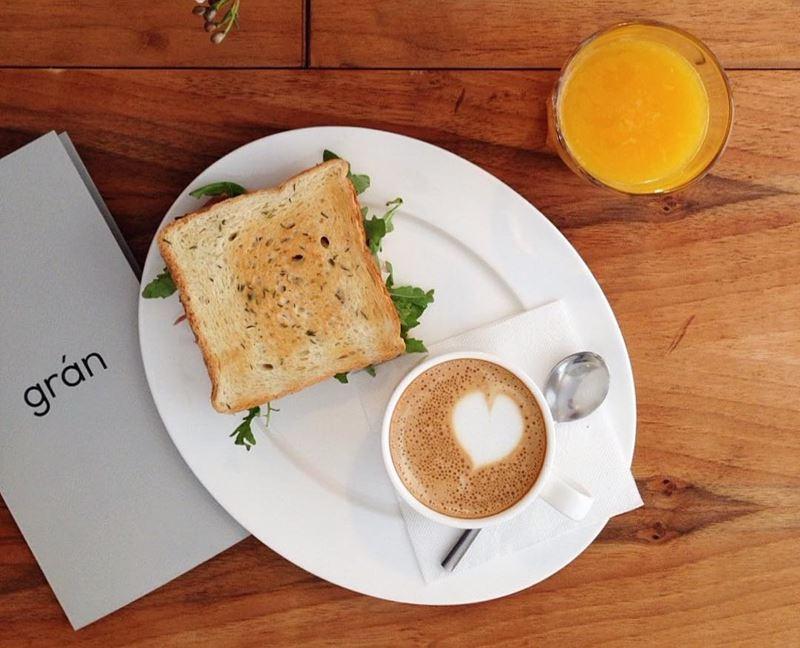 Кофейни Санкт-Петербурга: «Grán» - флэт-уайт с апельсиновым соком и тостом
