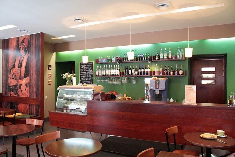 Кофейни Санкт-Петербурга: «Schumli» - интерьер с деревянной стойкой