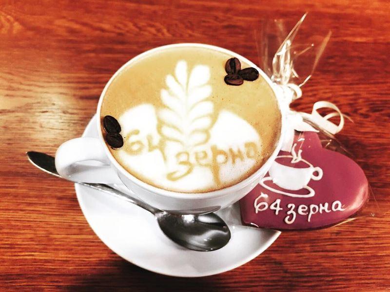 Кофейни Санкт-Петербурга: «64 зерна» - чашка флэт-уайта с латте артом и фирменным печеньем