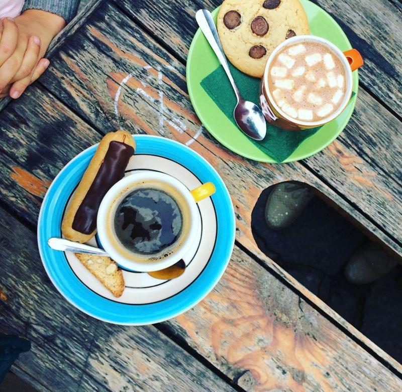 Кофейни Санкт-Петербурга: «Больше Кофе!» - чашка эспрессо и какао с маршмеллоу и пирожными