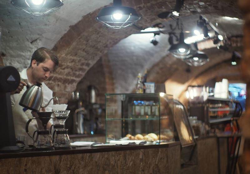 Кофейни Санкт-Петербурга: «Espresso Bike» - бариста в кирпичном интерьере