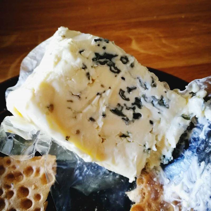Сорта немецкого сыра - Эдельпильц (Edelpilzkäse) - мягкий с голубой плесенью