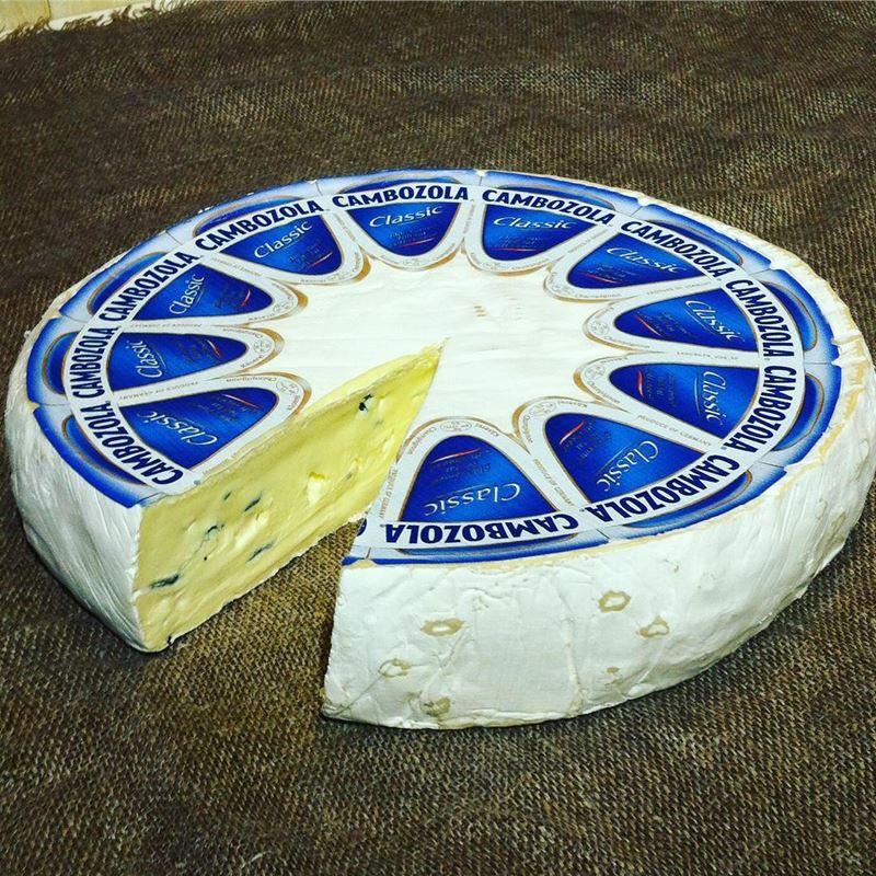 Сорта немецкого сыра - Камбоцола (Cambozola) - мягкий с голубой плесенью