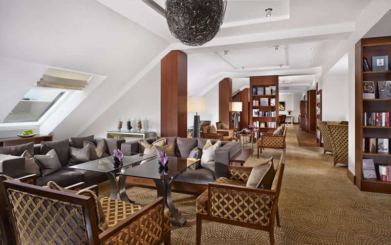 The Ritz-Carlton Vienna - лаундж зона для приятного общения