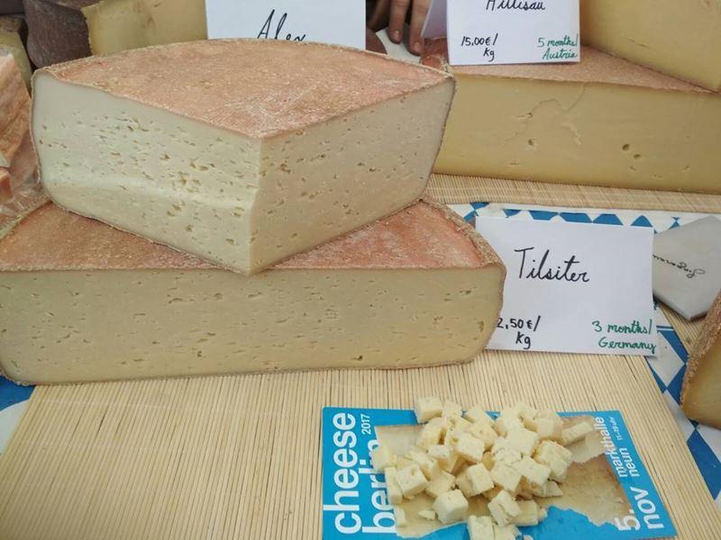 Сорта швейцарского сыра - Тильзитер - светло-жёлтый полутвёрдый с маленькими дырками