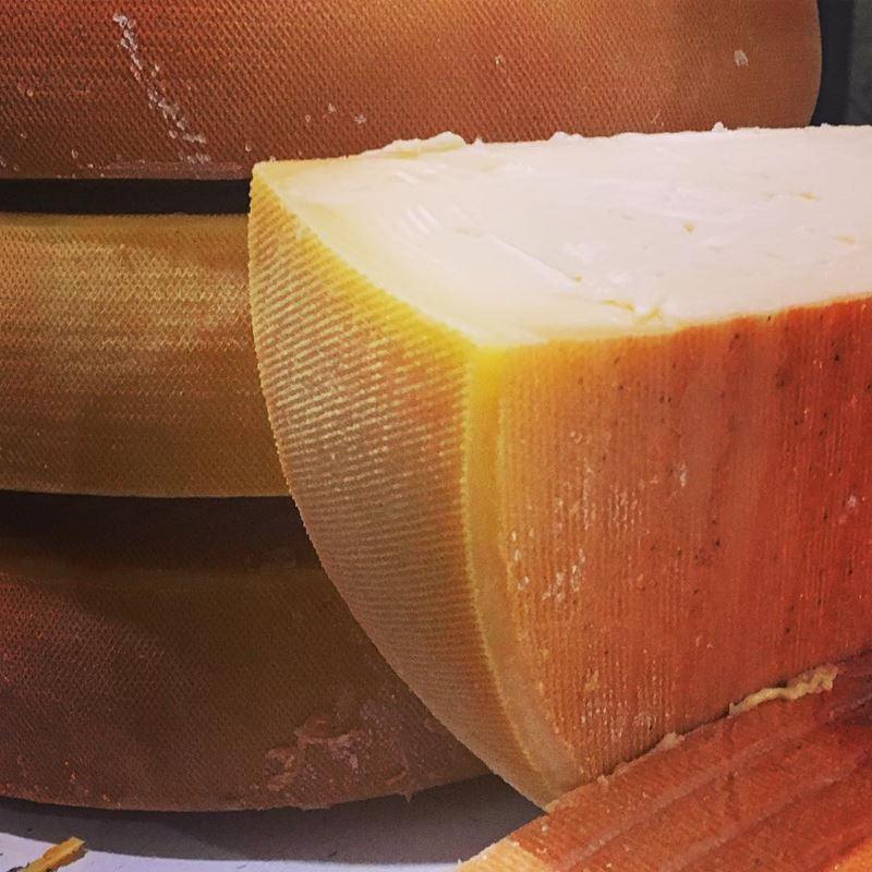 Сорта швейцарского сыра - Раклет - полутвёрдый сливочный для расплавления в фондю