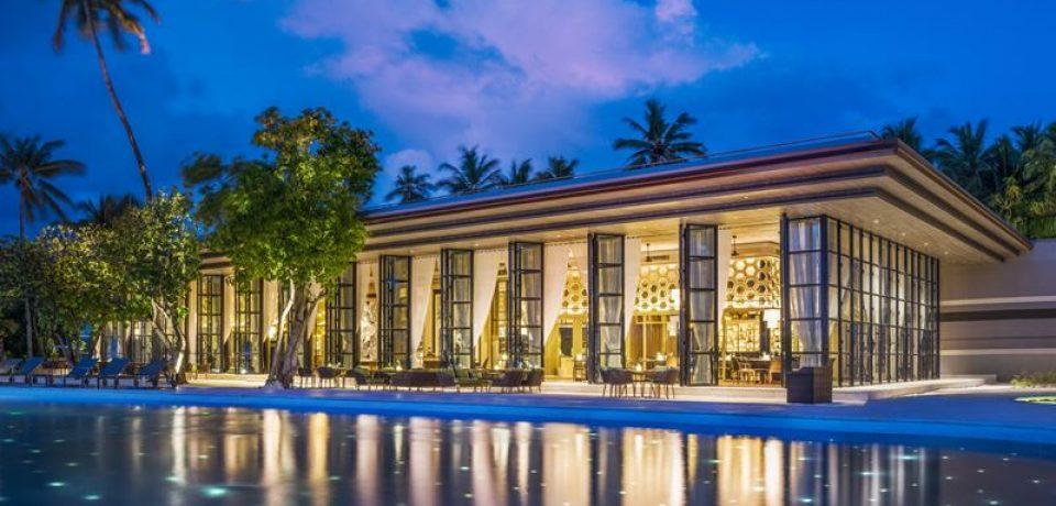 The St. Regis Maldives Vommuli Resort приглашает на новогодние каникулы