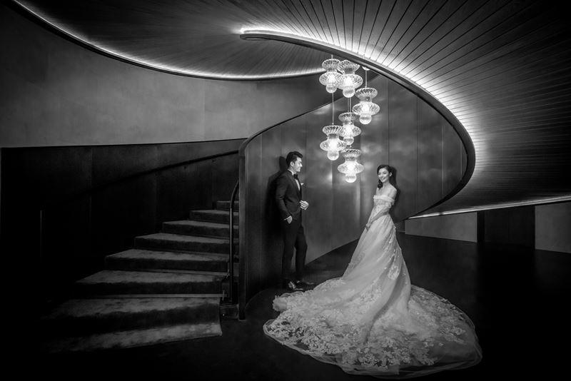 Bulgari Hotel Beijing -  винтовая лестница лобби