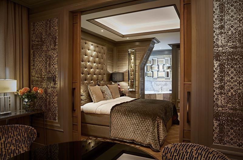 Бутик-отель TwentySeven в Амстердаме - просторный номер с кроватью