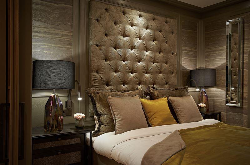 Бутик-отель TwentySeven в Амстердаме - кровать с подушками