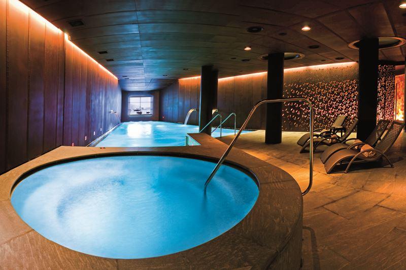 CastaDiva Resort & Spa - внутренний бассейн