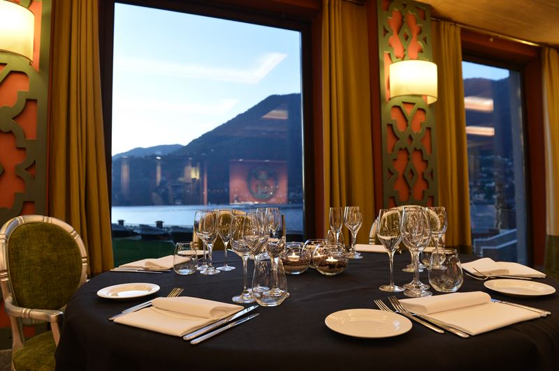 Осень на курорте CastaDiva Resort & Spa - ресторан с видом на озеро Комо