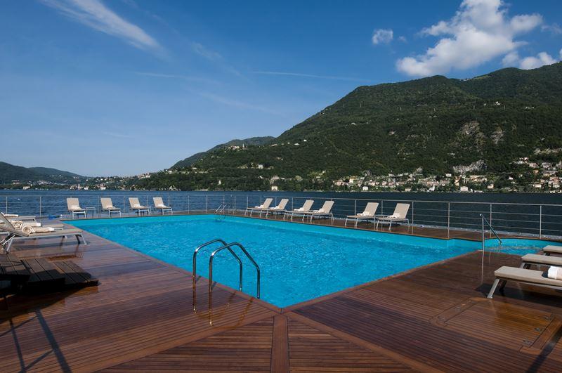 Открытый бассейн CastaDiva Resort & Spa с видом на озеро Комо