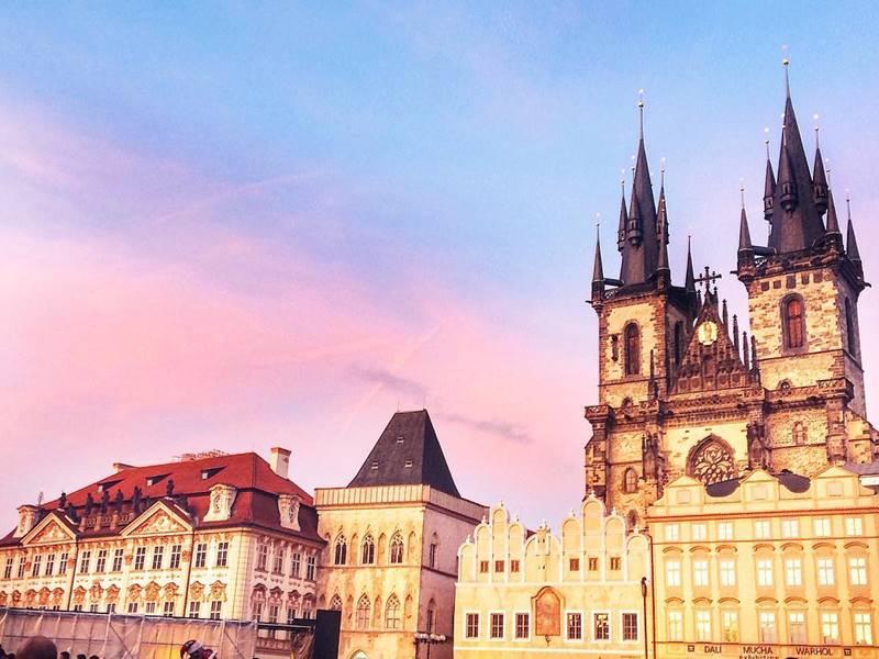 Красивые города Чехии: Тынский храм в центре Праги