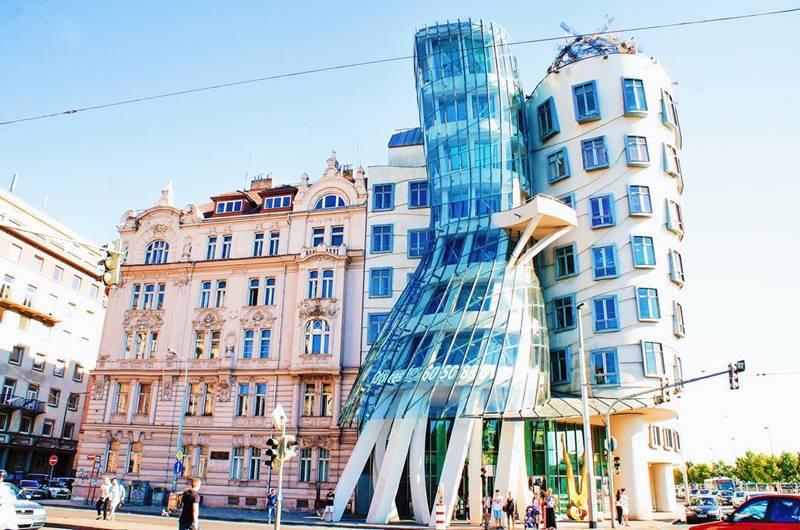 """Красивые города Чехии: """"танцующий дом"""" в Праге"""