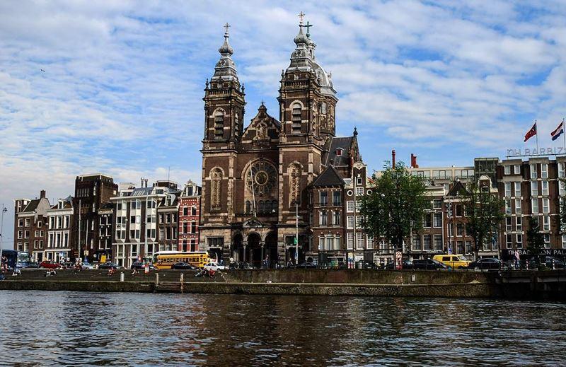 Красивые города Нидерландов: церковь святого Николая в Амстердаме