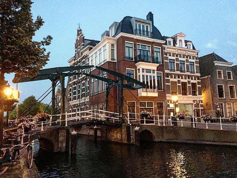 Красивые города Нидерландов: Лейден на закате