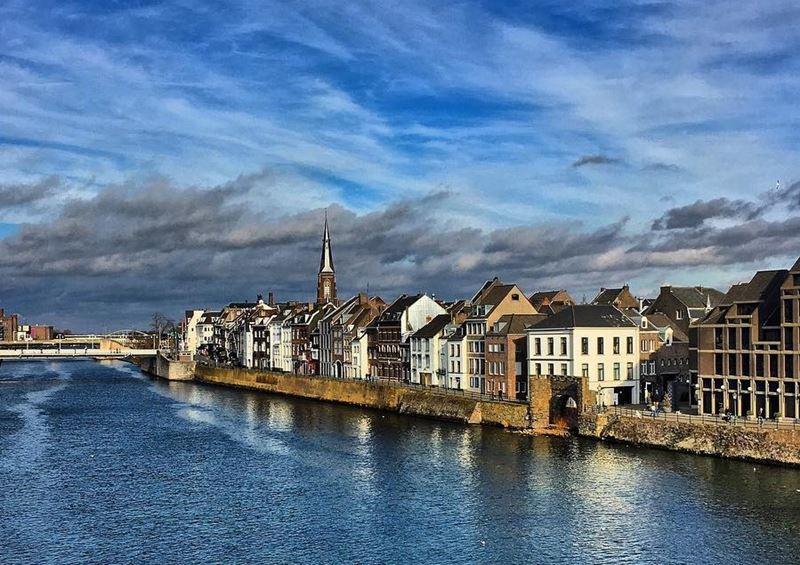 Красивые города Нидерландов: вид на набережную Маастрихта