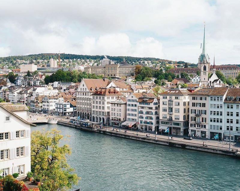 Красивые города Швейцарии: архитектура Цюриха, набережная