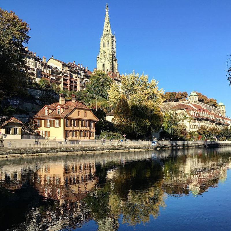 Красивые города Швейцарии: столица Берн в солнечный день