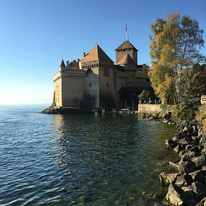 Красивые города Швейцарии: Шильонский замок в Монтрё на женевском озере