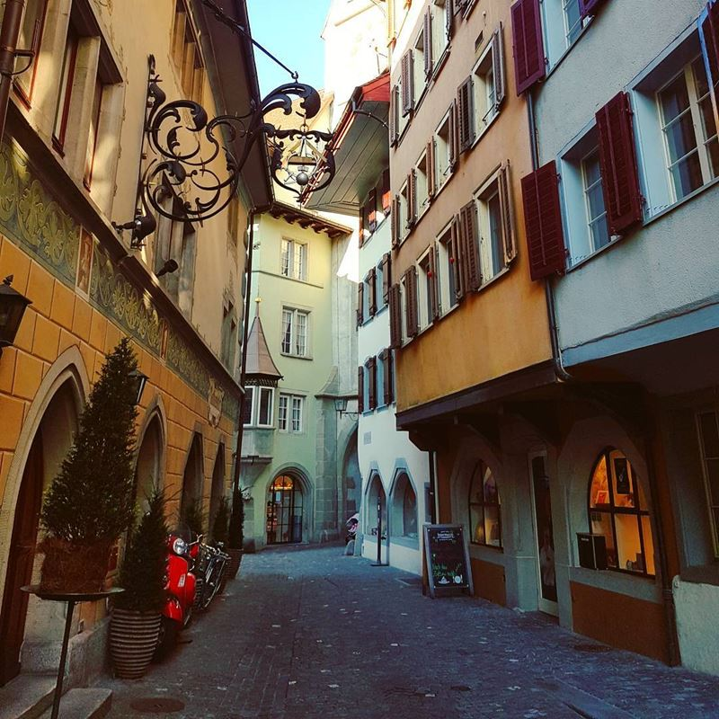 Красивые города Швейцарии: архитектура улиц Цуга