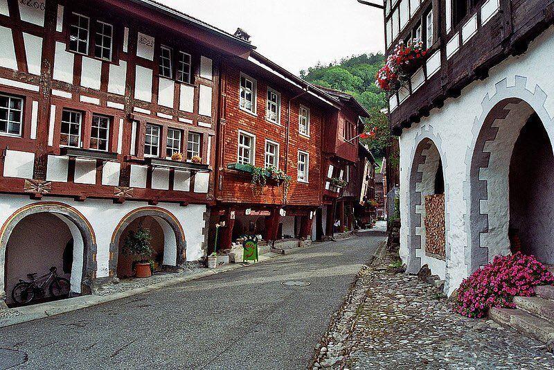 Красивые города Швейцарии: красивая улица Санкт-Галлена