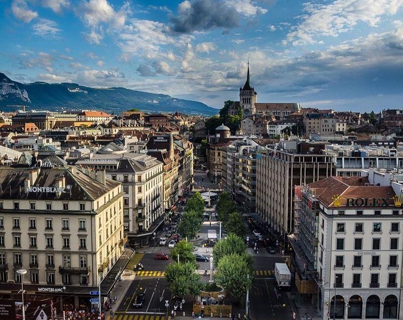 Красивые города Швейцарии: архитектура Женева, центр, вид на горы