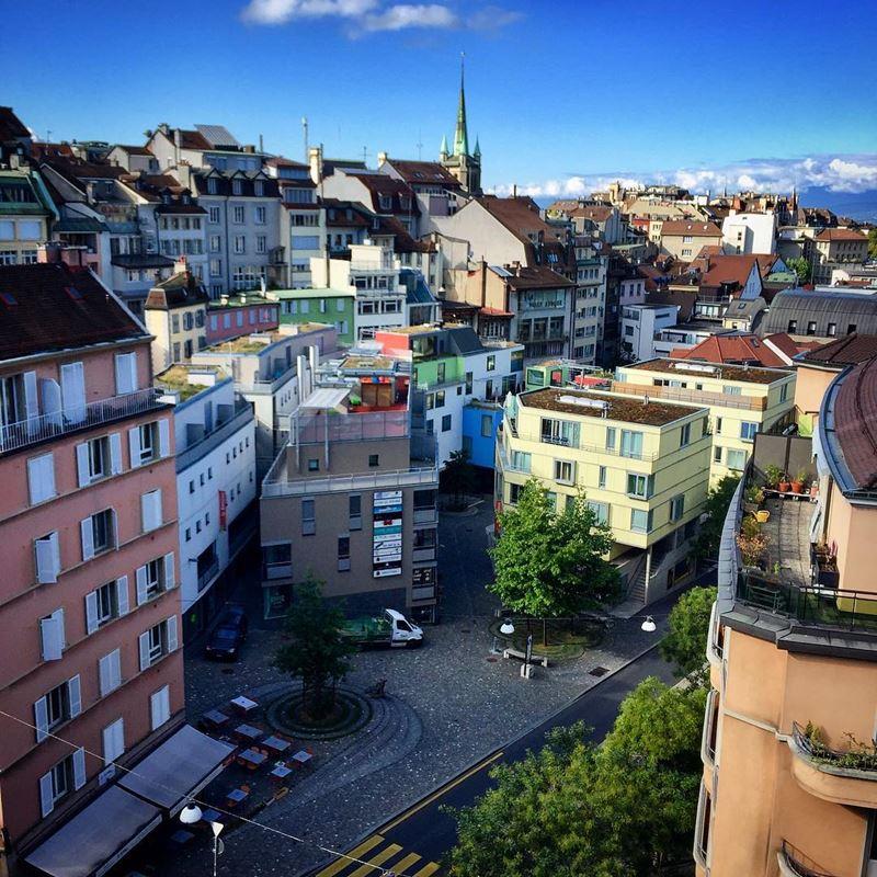 Красивые города Швейцарии: вид сверху на улице Лозанны