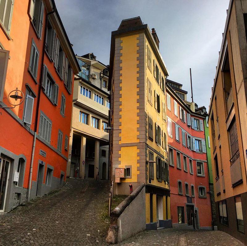 Красивые города Швейцарии: яркая архитектура и мощёные улицы Лозанны