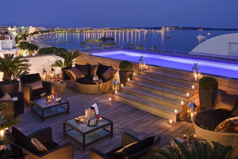 Hotel Barrière Le Majestic Cannes - сьют Majestic - вид на каннский залив