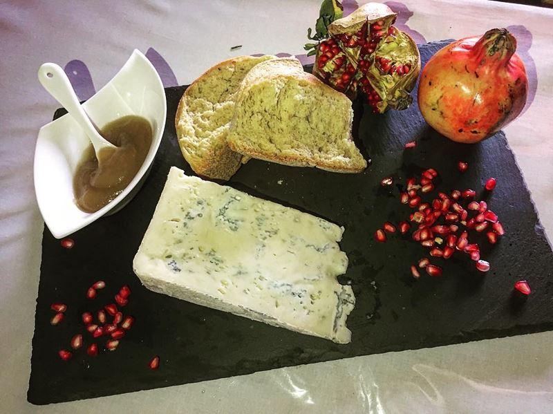 Сорта итальянского сыра: Горгонзола (Gorgonzola)