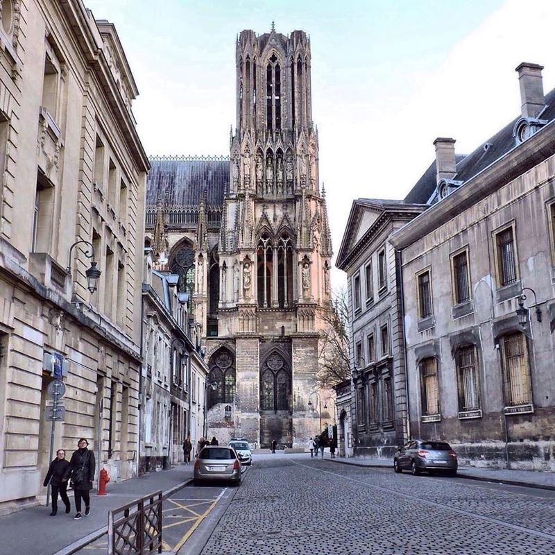 Крупные и красивые города Франции: улица Реймса