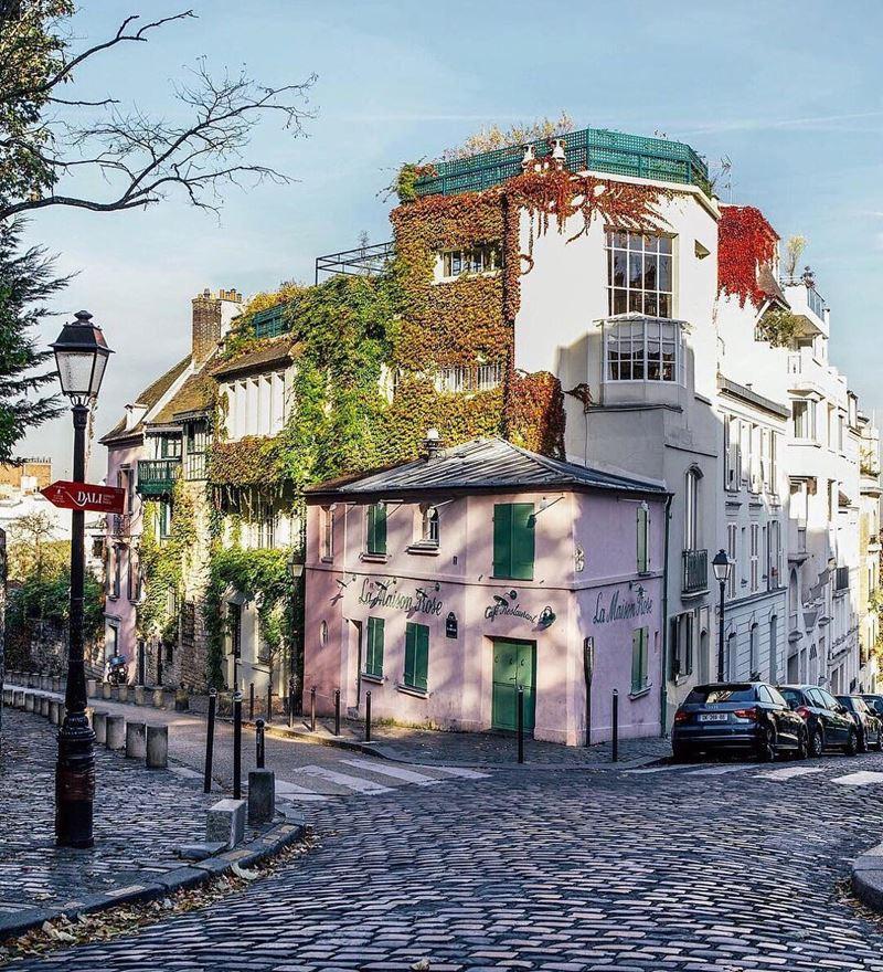 """Крупные и красивые города Франции: ресторан """"Розовый дом"""" на Монмартре в Париже"""