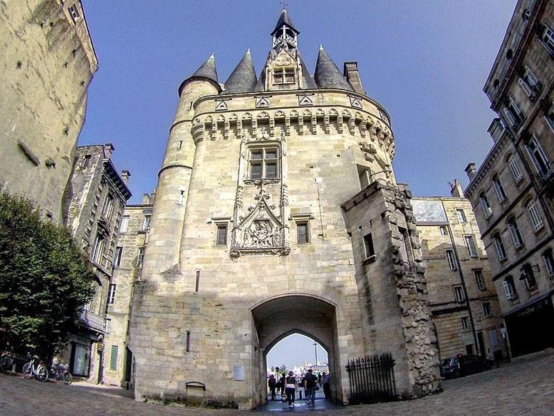 Крупные и красивые города Франции: ворота Кайо в Бордо