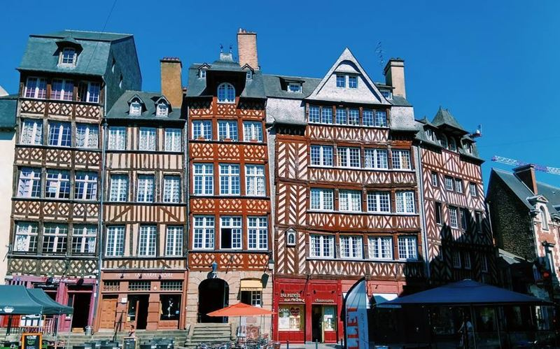 Крупные и красивые города Франции: фахверковые дома в историческом центре Ренна