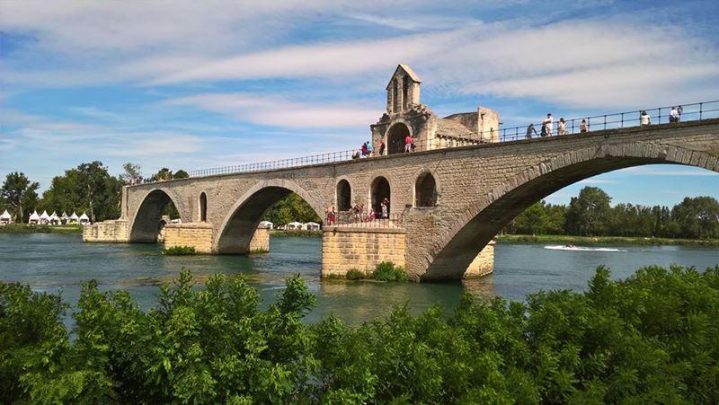 Крупные и красивые города Франции: Мост Сен-Бенезе в Авиньоне