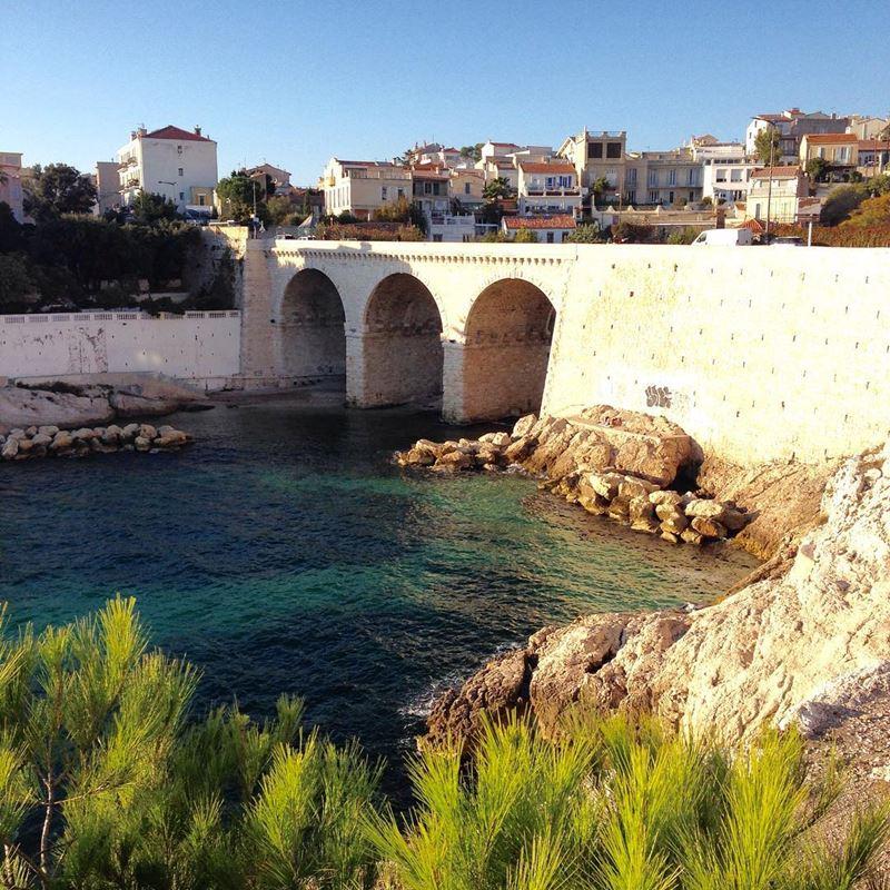 Крупные и красивые города Франции: старинный мост в Марселе