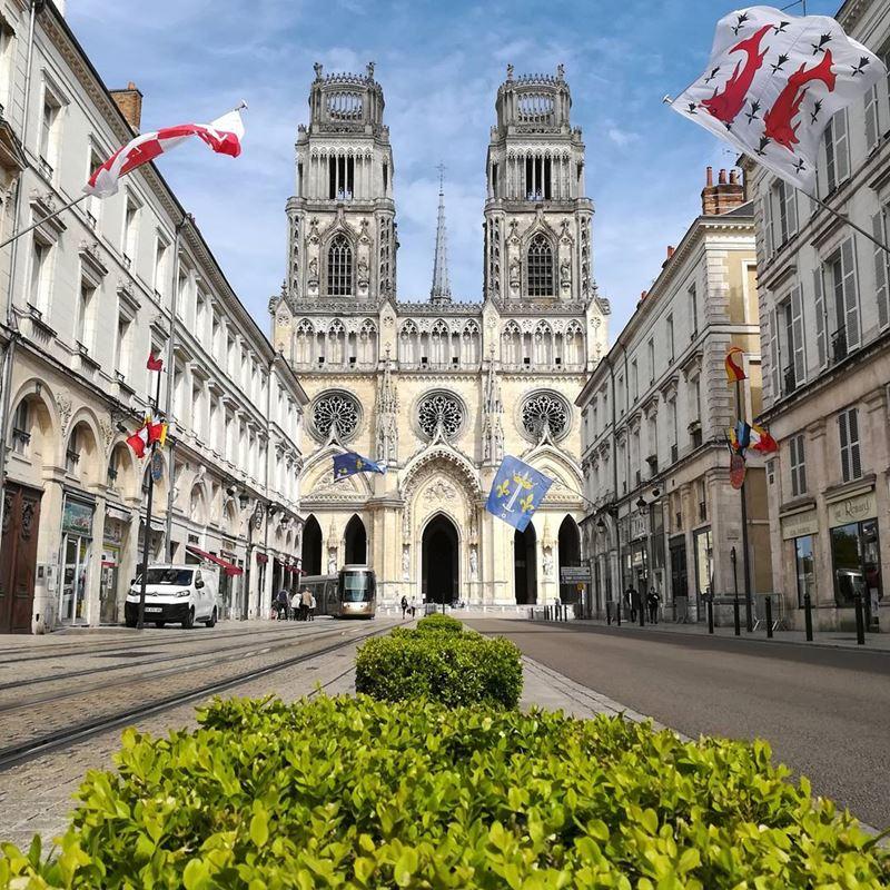 Крупные и красивые города Франции: Собор Святого Креста в Орлеане