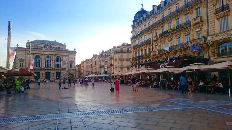 Крупные и красивые города Франции: Площадь Комедии в Монпелье