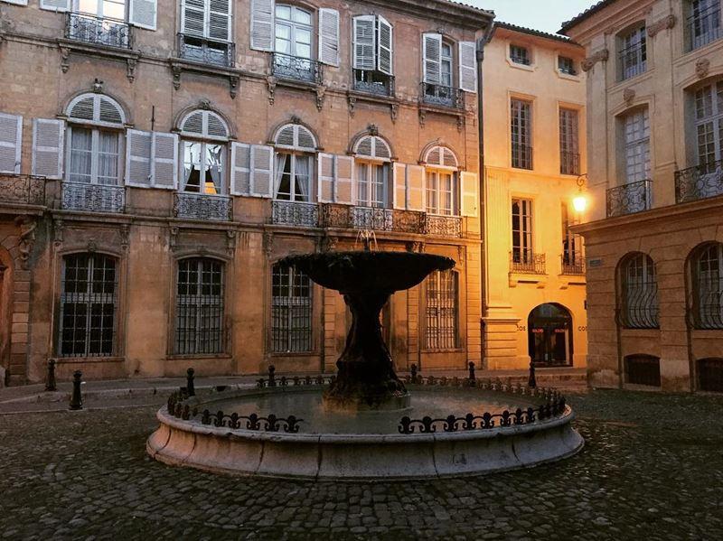 Крупные и красивые города Франции: Площадь д'Альберта в Экс-ан-Прованс