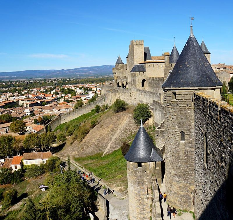 Крупные и красивые города Франции: вид на город с Каркассонской крепости