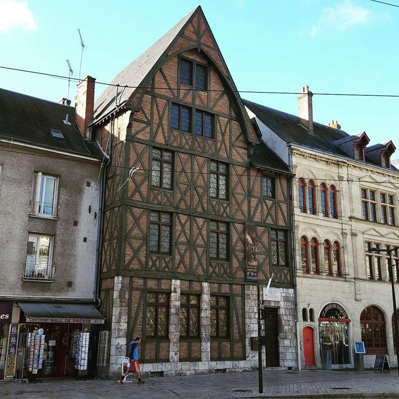 Крупные и красивые города Франции: дом-музей Жанны Д'Арк в Орлеане
