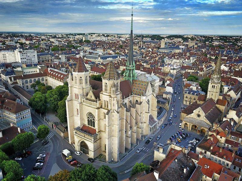 Крупные и красивые города Франции: Собор Святого Венигна — кафедральный собор в Дижоне