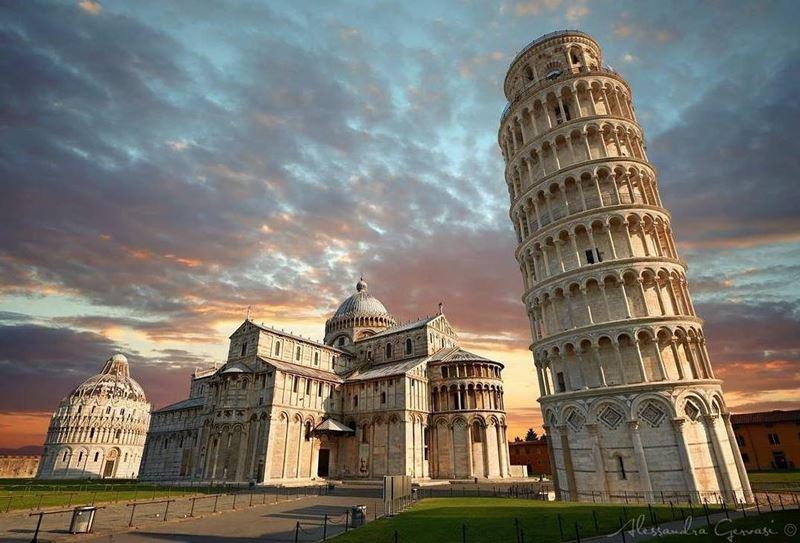 Крупные и красивые города Италии: Пьяцца деи Мираколи в Пизе