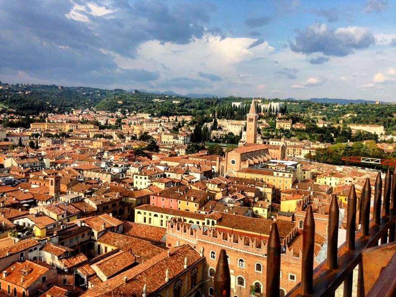 Крупные и красивые города Италии: вид сверху на Верону