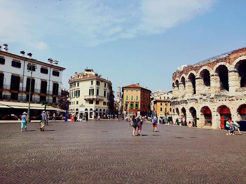 Крупные и красивые города Италии: Пьяцца Бра и Арена ди Верона